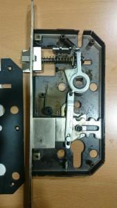 adaptar-cerradura-para-bombin-en-cerradura-con-condena-3
